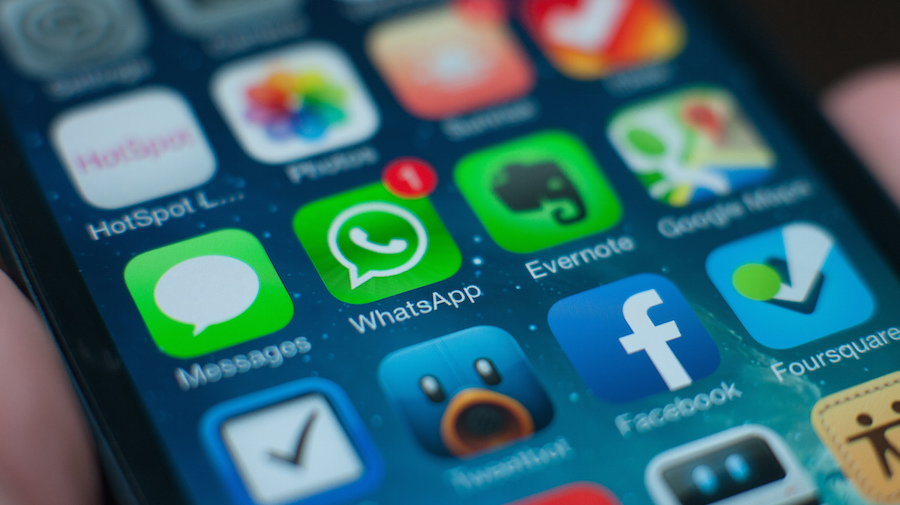 WhatsApp at 1 billion: How can journalists use the chat app for
