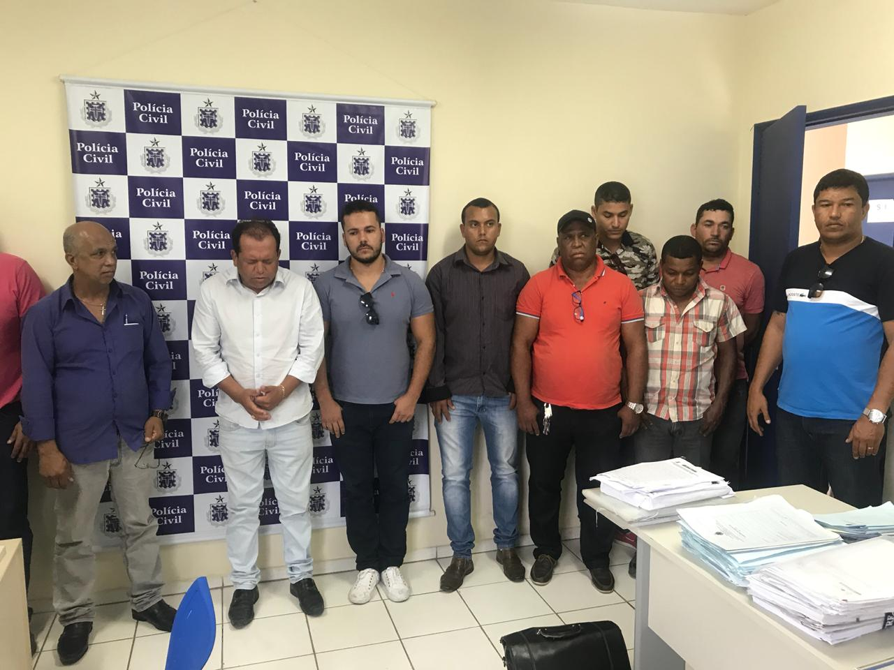 Photo of a apprehended criminal gang standing in police station