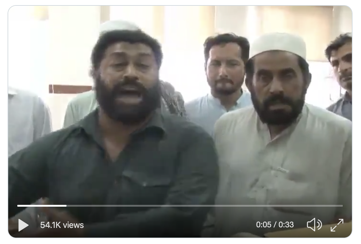 Private school teacher Nazar Muhammad in a video posted to Twitter on April 22 2019 falsely claiming children were falling sick after receiving the polio vaccine. Screenshot by author